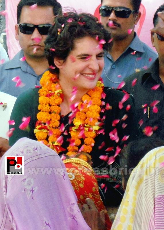 Priyanka Gandhi charms Raebareli (6)