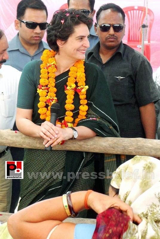Priyanka Gandhi charms Raebareli (8)