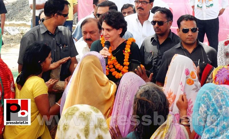 Priyanka Gandhi charms Raebareli (10)