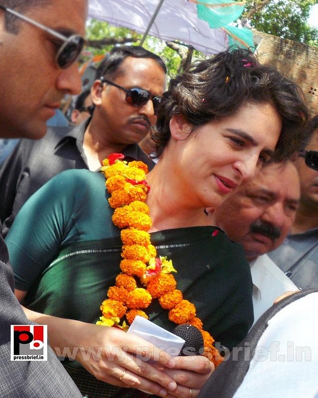 Priyanka Gandhi charms Raebareli (12)