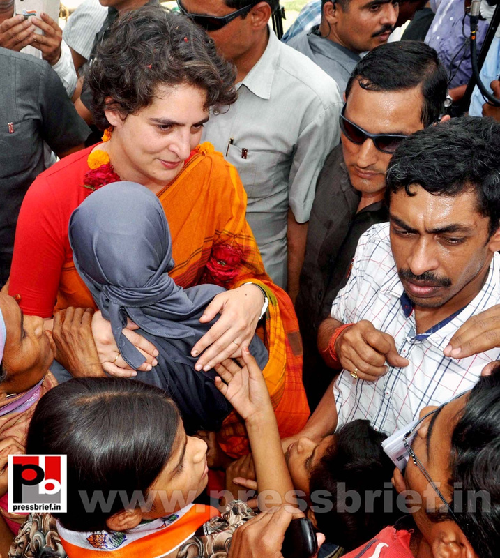 Priyanka Gandhi campaigns in Amethi (2)