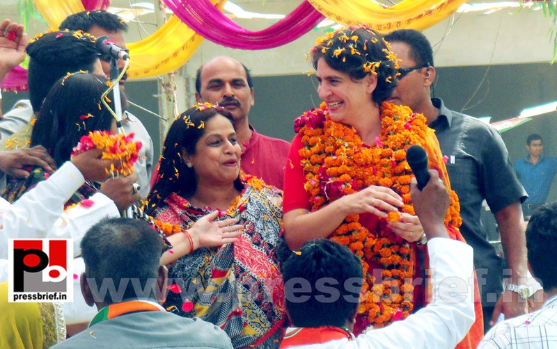 Priyanka Gandhi campaigns in Amethi (3)