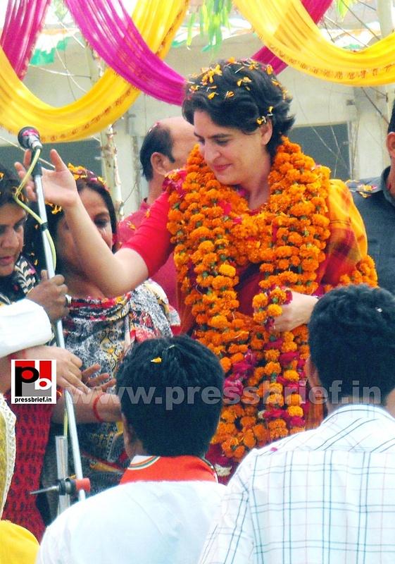 Priyanka Gandhi campaigns in Amethi (4)