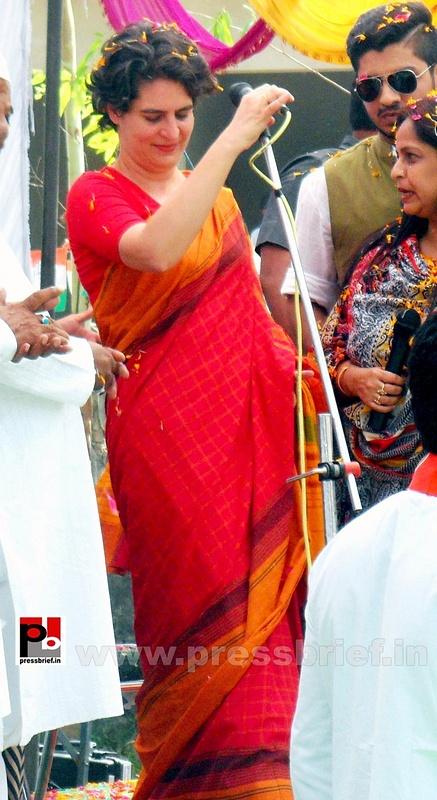 Priyanka Gandhi campaigns in Amethi (5)