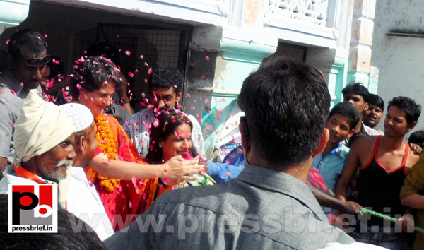 Priyanka Gandhi campaigns in Amethi (10) by Pressbrief In