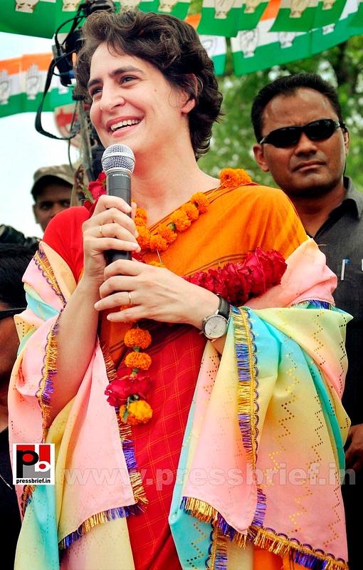 Priyanka Gandhi campaigns in Amethi (1)
