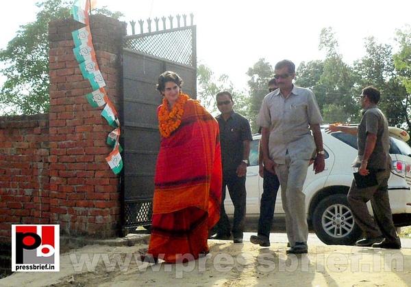 Priyanka Gandhi campaigns in Amethi (12) by Pressbrief In