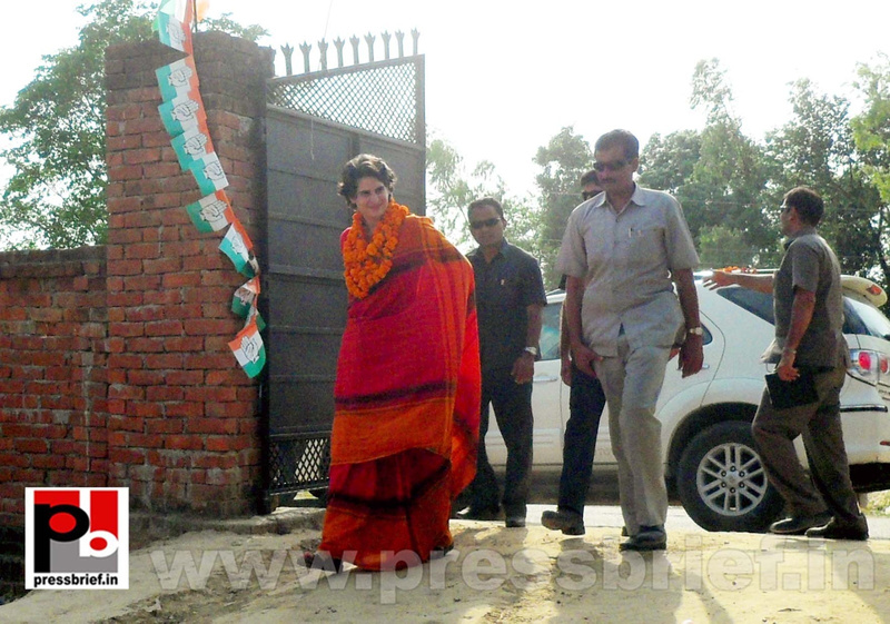 Priyanka Gandhi campaigns in Amethi (12)