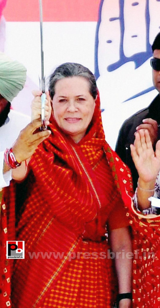 Sonia Gandhi in Barnala, Punjab (2) by Pressbrief In