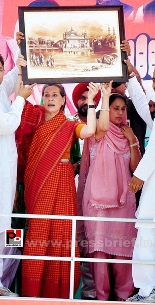 Sonia Gandhi in Barnala, Punjab (3) by Pressbrief In