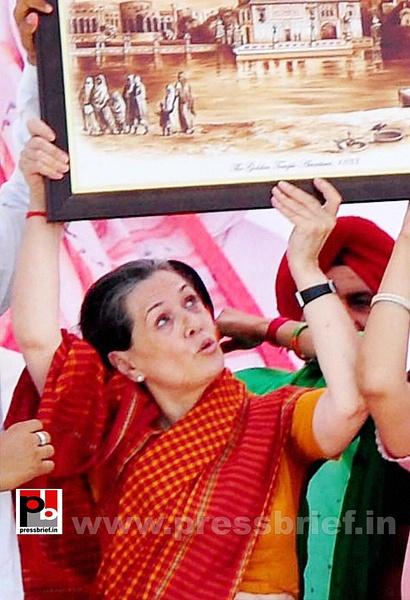 Sonia Gandhi in Barnala, Punjab (4) by Pressbrief In