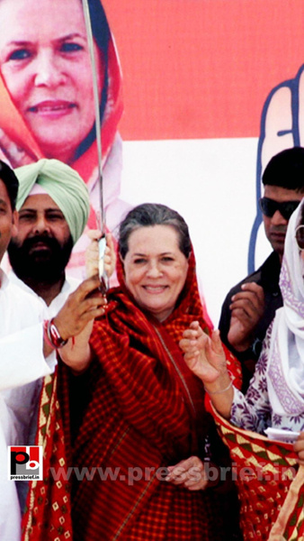 Sonia Gandhi in Barnala, Punjab (5) by Pressbrief In