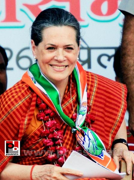 Sonia Gandhi at Raebareli (2) by Pressbrief In