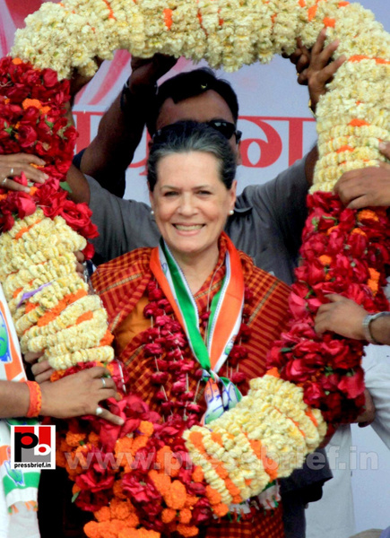 Sonia Gandhi at Raebareli (3) by Pressbrief In