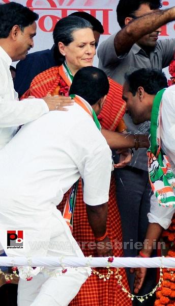 Sonia Gandhi at Raebareli (4) by Pressbrief In