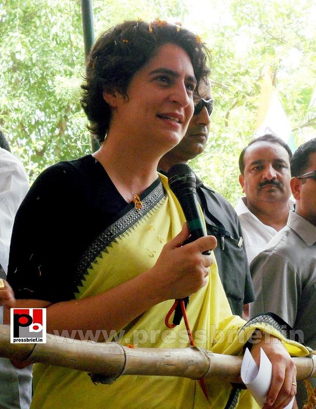 Priyanka Gandhi strikes chord with Raebareli (7)