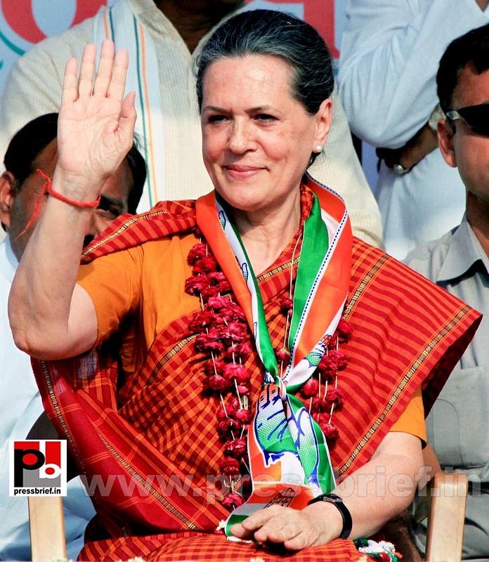 Sonia Gandhi at Raebareli (1)
