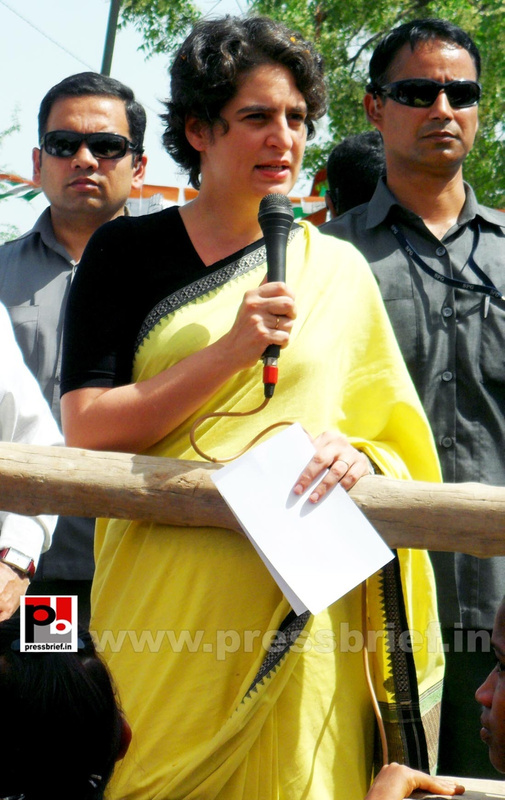 Priyanka Gandhi strikes chord with Raebareli (20)
