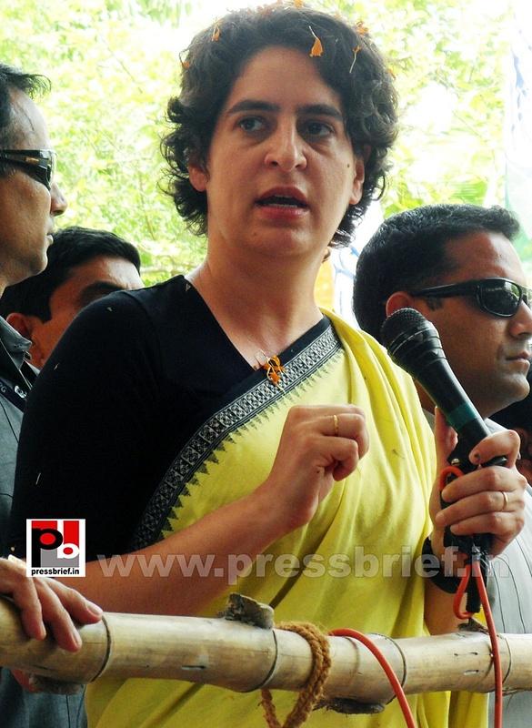 Priyanka Gandhi strikes chord with Raebareli (11)