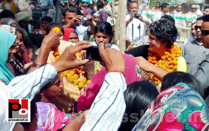 Priyanka Gandhi strikes chord with Raebareli (14)