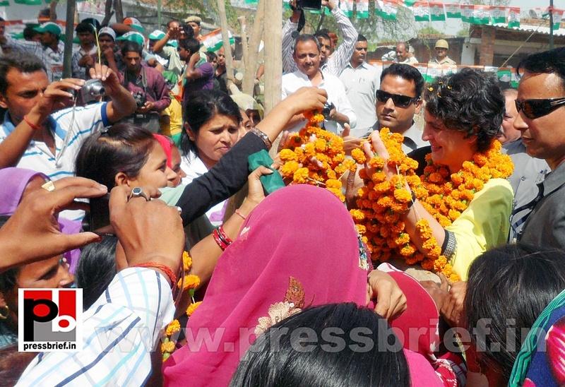 Priyanka Gandhi strikes chord with Raebareli (15)