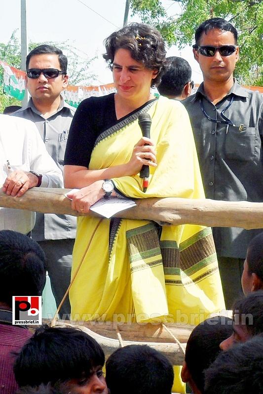 Priyanka Gandhi strikes chord with Raebareli (16)