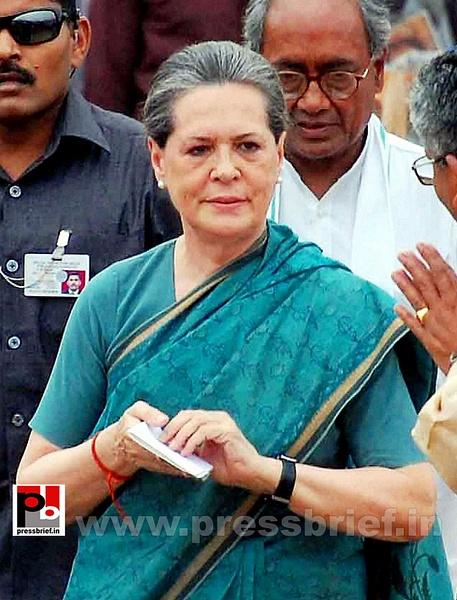 Sonia Gandhi at Hyderabad (1) by Pressbrief In