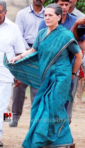 Sonia Gandhi at Hyderabad (2) by Pressbrief In