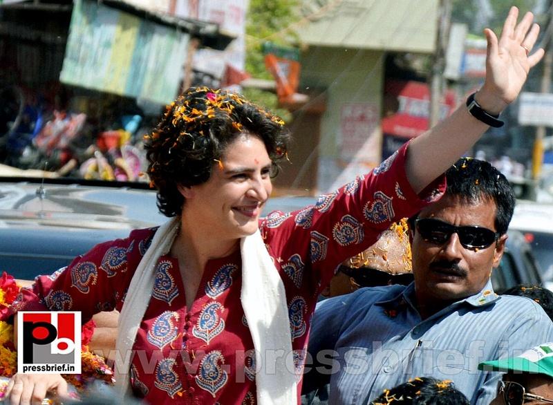 Road show by Priyanka Gandhi at Raebareli (1)