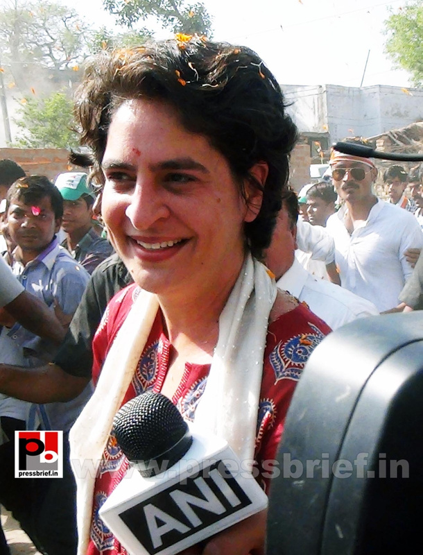Road show by Priyanka Gandhi at Raebareli (2)
