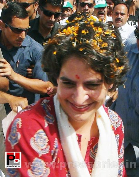 Road show by Priyanka Gandhi at Raebareli (4) by...