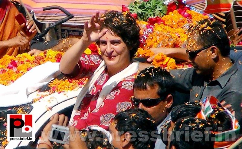 Road show by Priyanka Gandhi at Raebareli (5)