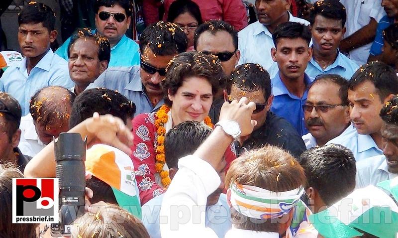 Road show by Priyanka Gandhi at Raebareli (6)