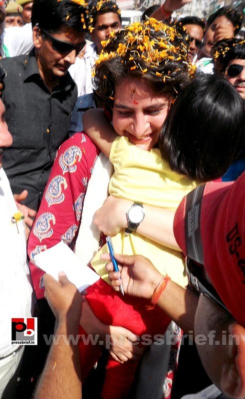 Road show by Priyanka Gandhi at Raebareli (9)