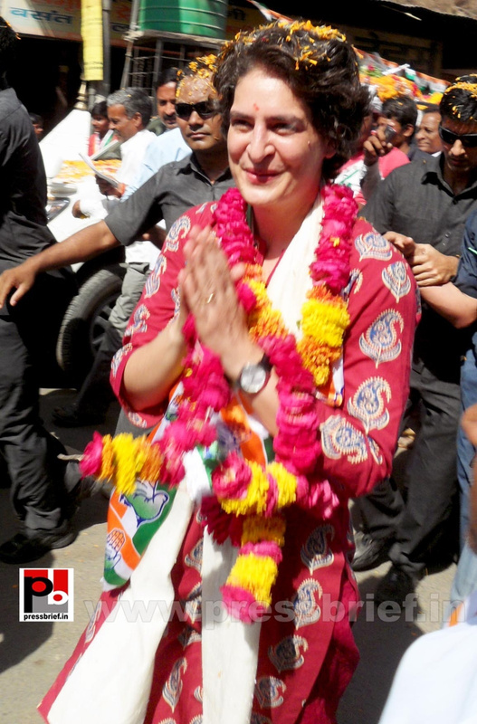 Road show by Priyanka Gandhi at Raebareli (11)