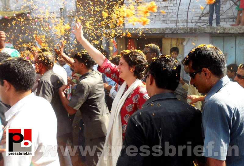 Road show by Priyanka Gandhi at Raebareli (17)