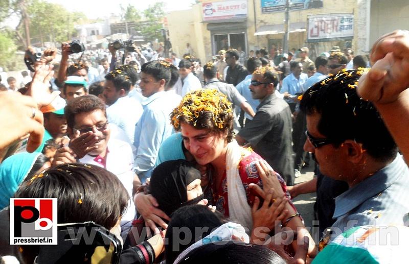 Road show by Priyanka Gandhi at Raebareli (23)