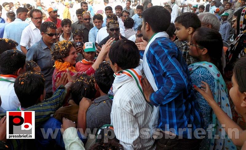 Road show by Priyanka Gandhi at Raebareli (21)