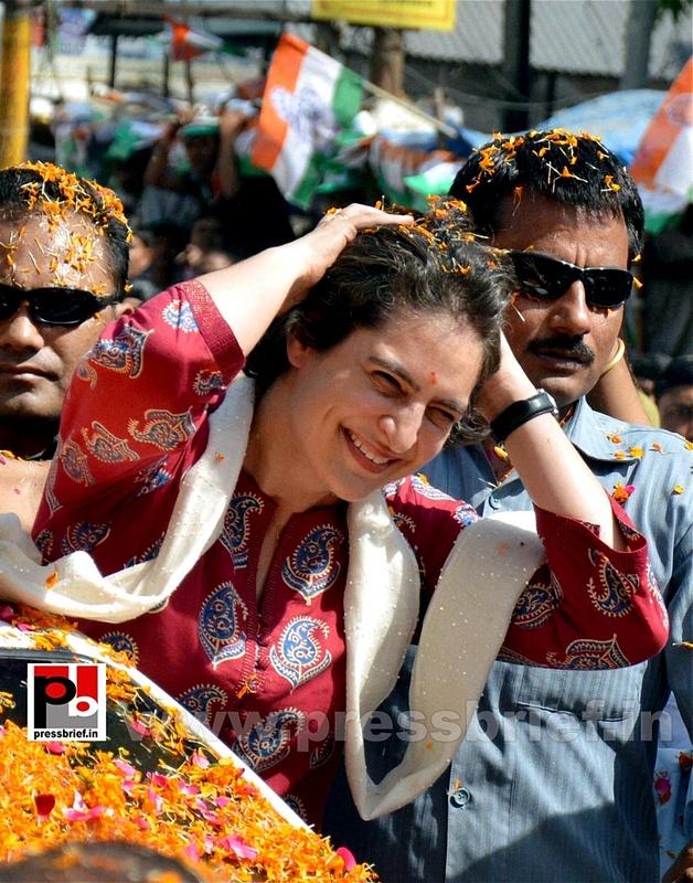 Road show by Priyanka Gandhi at Raebareli (25)