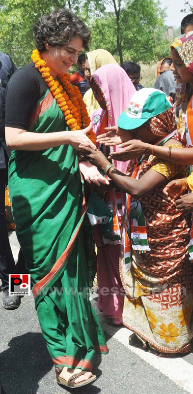 Priyanka campaigns for Rahul Gandhi (1)