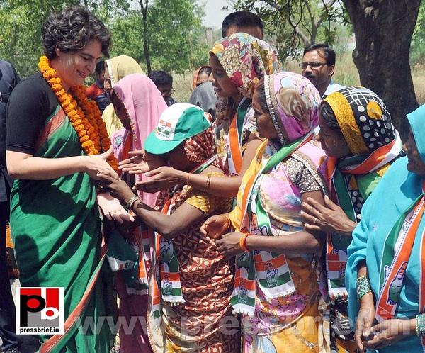 Priyanka campaigns for Rahul Gandhi (2) by Pressbrief In
