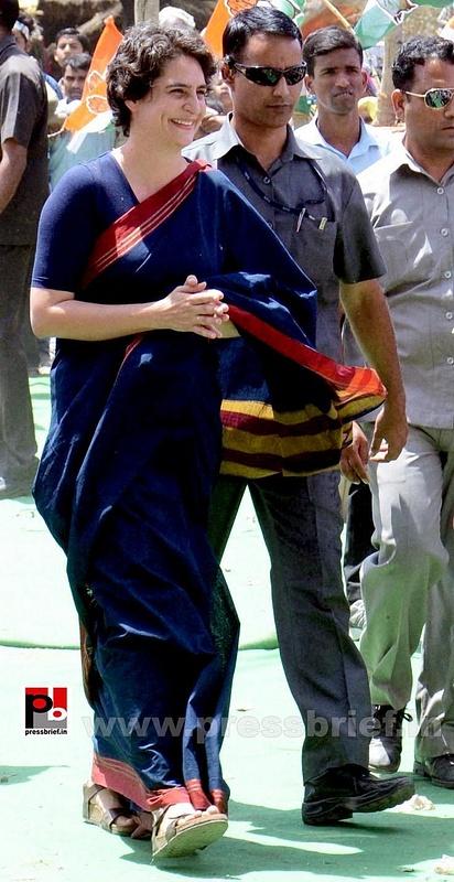 Priyanka Gandhi charms Amethi (1)