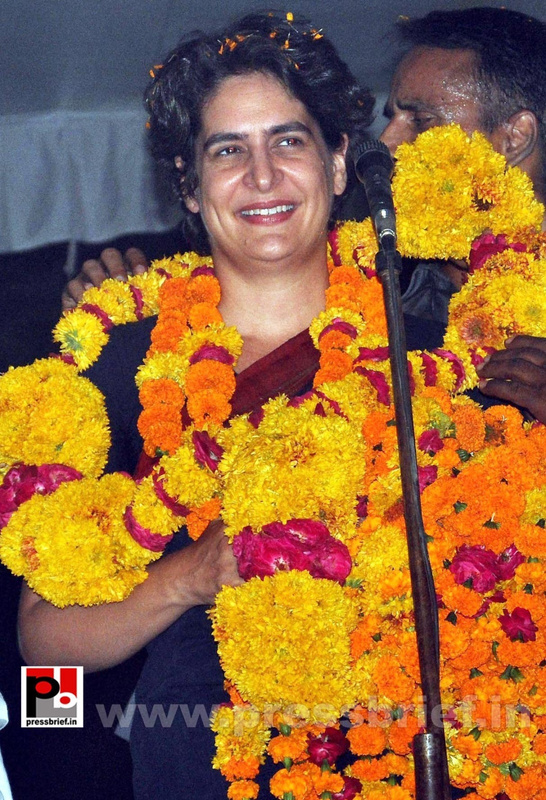 Priyanka Gandhi charms Amethi (3)