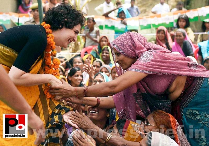 Priyanka Gandhi strikes chord with Amethi (8)