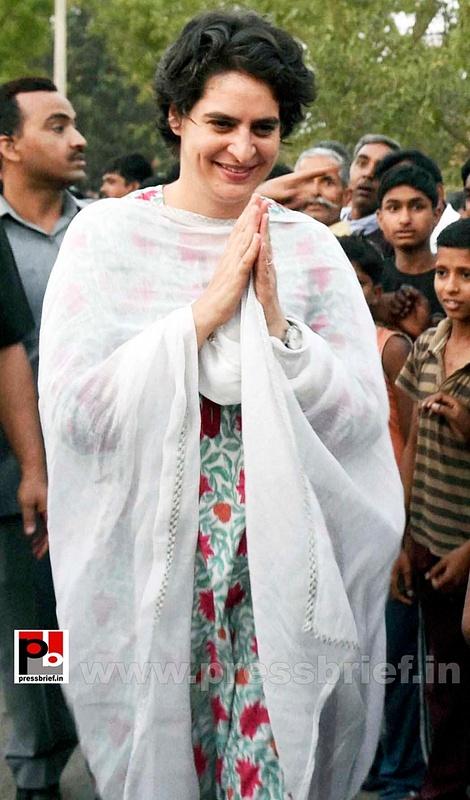Priyanka Gandhi mingles with people (1)
