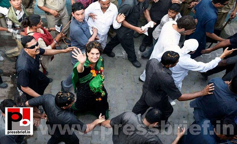 Priyanka, Rahul Gandhi during road show in Amethi (2)