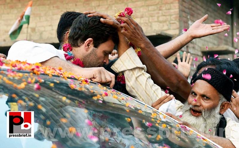 Priyanka, Rahul Gandhi during road show in Amethi (6)