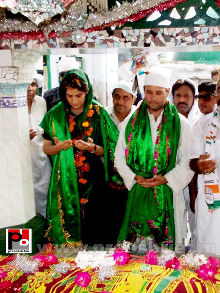 Priyanka, Rahul Gandhi during road show in Amethi (7) by...