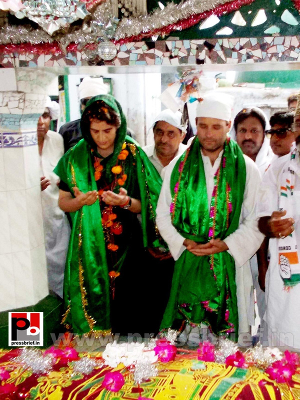 Priyanka, Rahul Gandhi during road show in Amethi (7)
