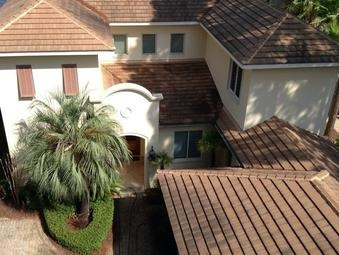 Elite Power Washing LLC Gets Florida Business and Home Roofs Clean